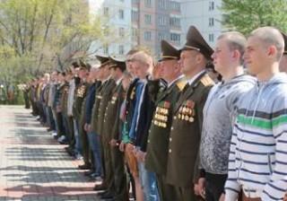 В Беларуси началась отправка нового пополнения в войска