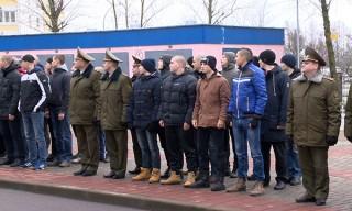 Сегодня в Беларуси началась отправка призывников в войска