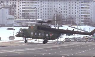 Посадка вертолета в центре Минска