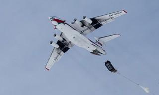 Десантники отработали выброску груза из Ил-76