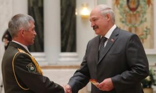 Президент вручил генеральские погоны представителям силовых ведомств