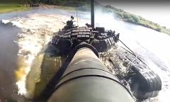 Танк Т-72Б на земле и в воде
