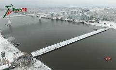 Наведение понтонного моста через Припять