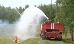 Работают военные пожарные