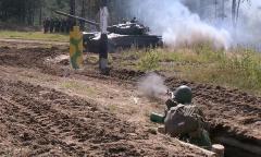Курсанты проходят обкатку танком