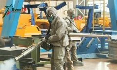 Военные химики дезинфицируют «БелАЗ»