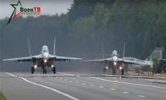 Лучшие моменты посадки самолетов на аэродромный участок дороги