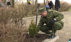 Министр обороны Виктор Хренин принял участие в субботнике